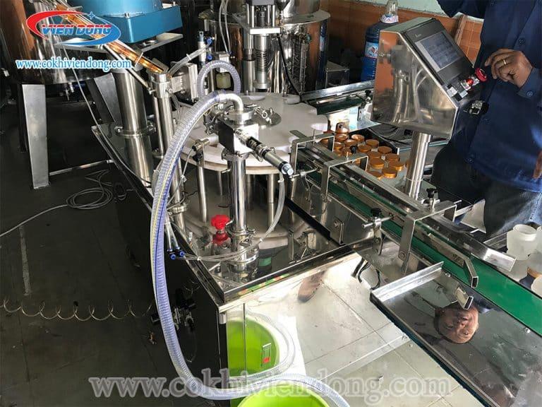 máy chiết rót và đóng nắp chai