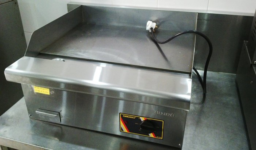 cách vệ sinh bếp rán phẳng